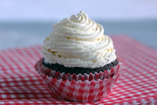 Low-Carb Chocolate Muffin with DIY Low-Carb Marshmallow Fluff Frosting, Frosting Piped
