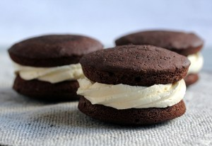 """Low-Carb Marshmallow Fluff Frosting, as Filling in """"Tradtional"""" Low-Carb Whoopie Pies"""