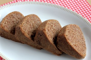 Low-Carb Cinnamon Bundt Cake, Slices