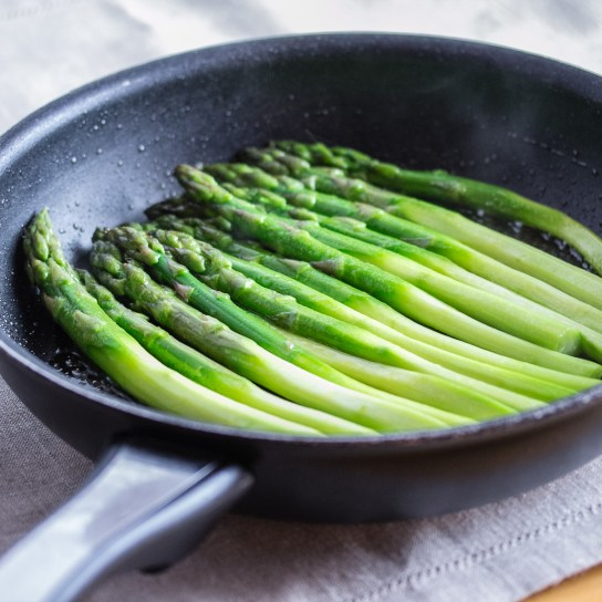 Smoky Asparagus, Raw Asparagus on the Skillet | Low-Carb, So Simple!