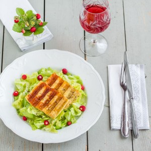 Strawberry Halloumi Salad with Wild Strawberries | Low-Carb, So Simple!