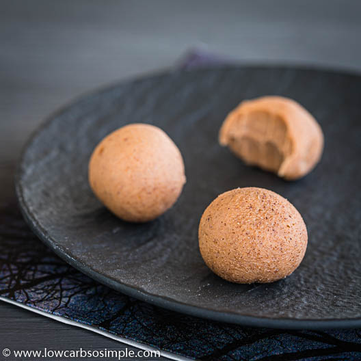 3-Ingredient Keto Pumpkin Pie Spice Fudge Balls | Low-Carb, So Simple