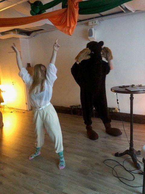 Ketokarhu tanssii