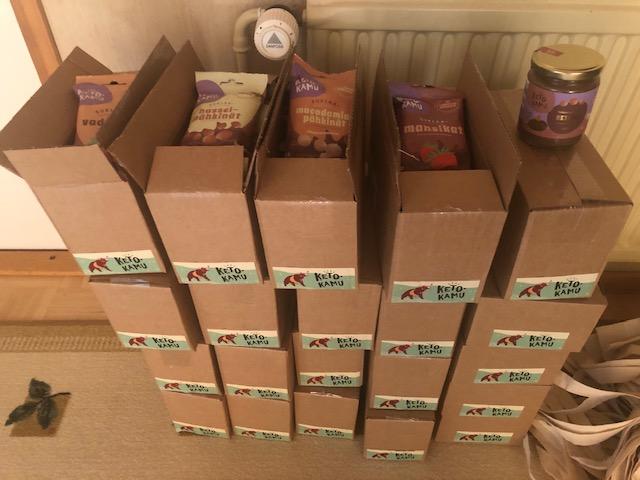 Laatikot täynnä Ketokamu-herkkuja