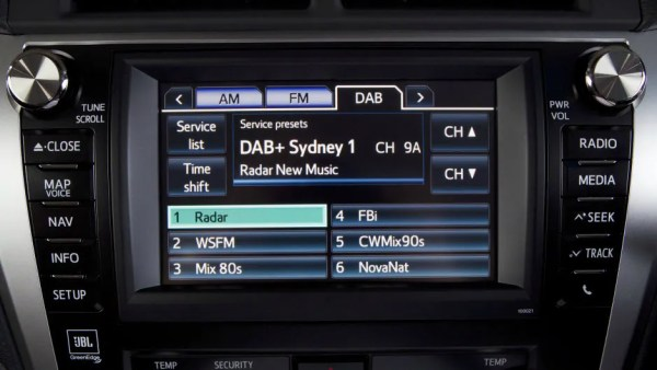 16p9f-aurion-interior-digital-radio-940x529