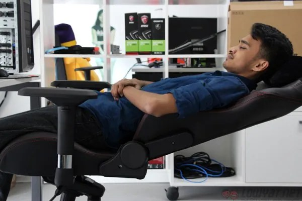 best buy gaming chairs taupe dining uk lightning review: secretlab omega stealth - as comfortable it looks | lowyat.net