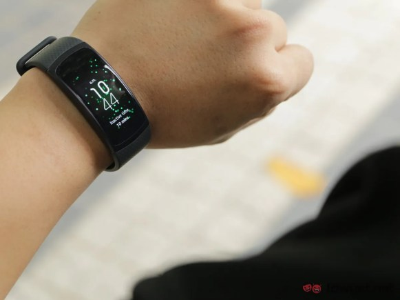 Samsung-GearFit-2-Lightning-Review-IMG_6573