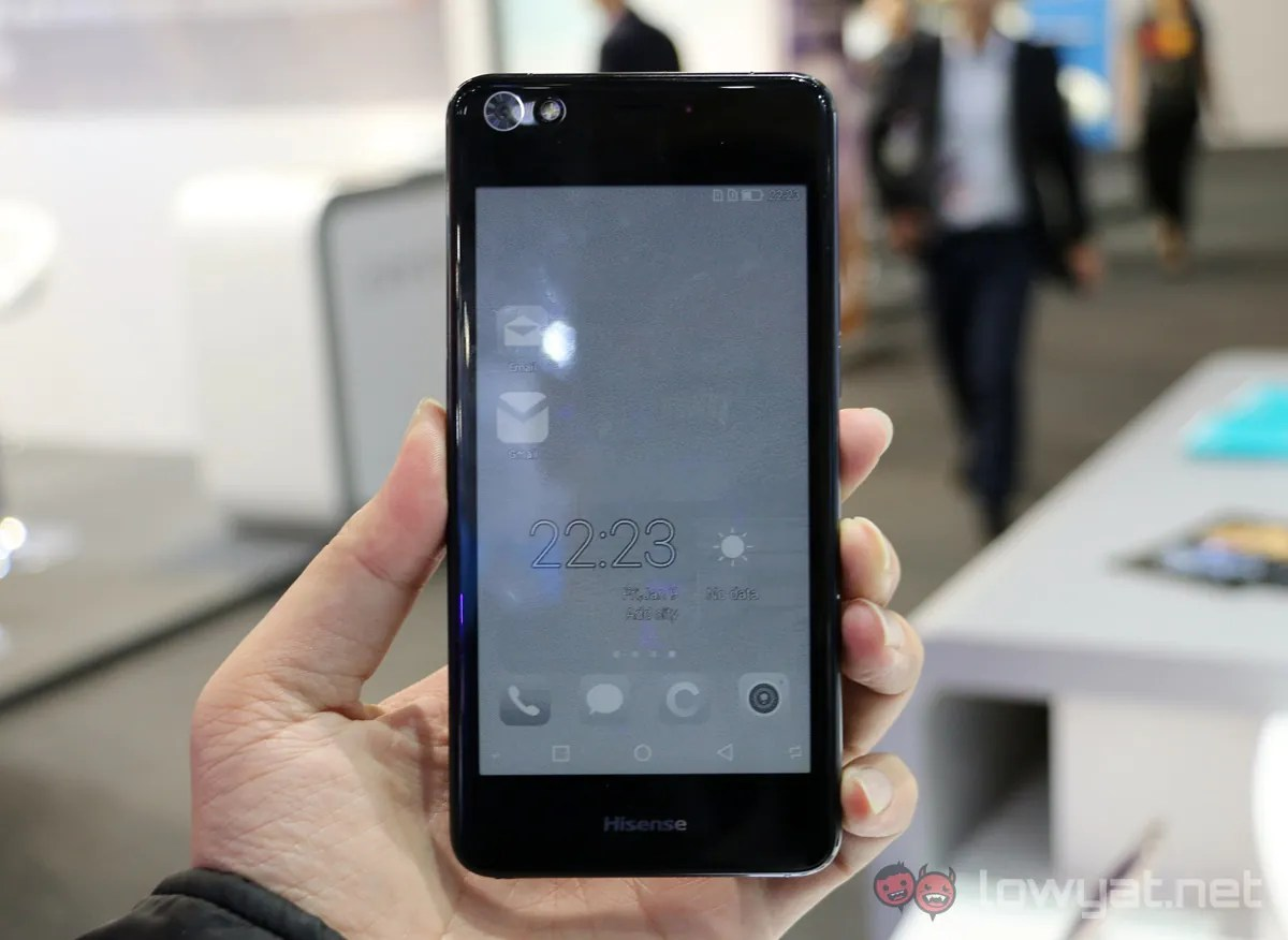 The Hisense A2 is a Smartphone With Dual Displays | Lowyat NET