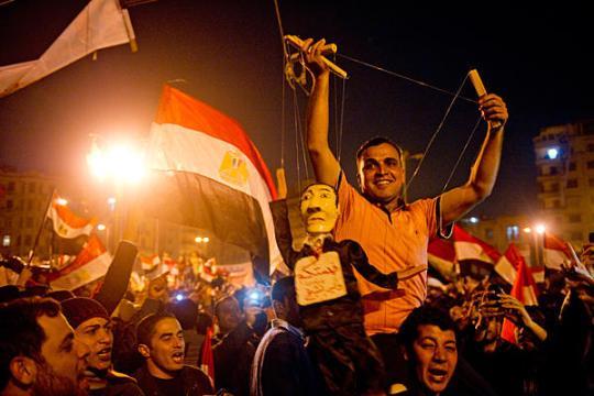 0211-mubarak-puppet-egypt-cairo_full_600