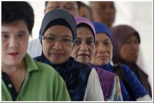 Voters in Sarawak (source: http://fotowarung.net/?p=2040)