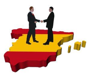 Acuerdos para la Comunidad Valencia y Aragón, fotografía de un mapa de España y encima dos hombres dándose la mano