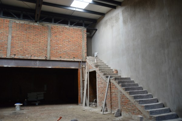 The dark room in the back will be the classroom for the Instituto.