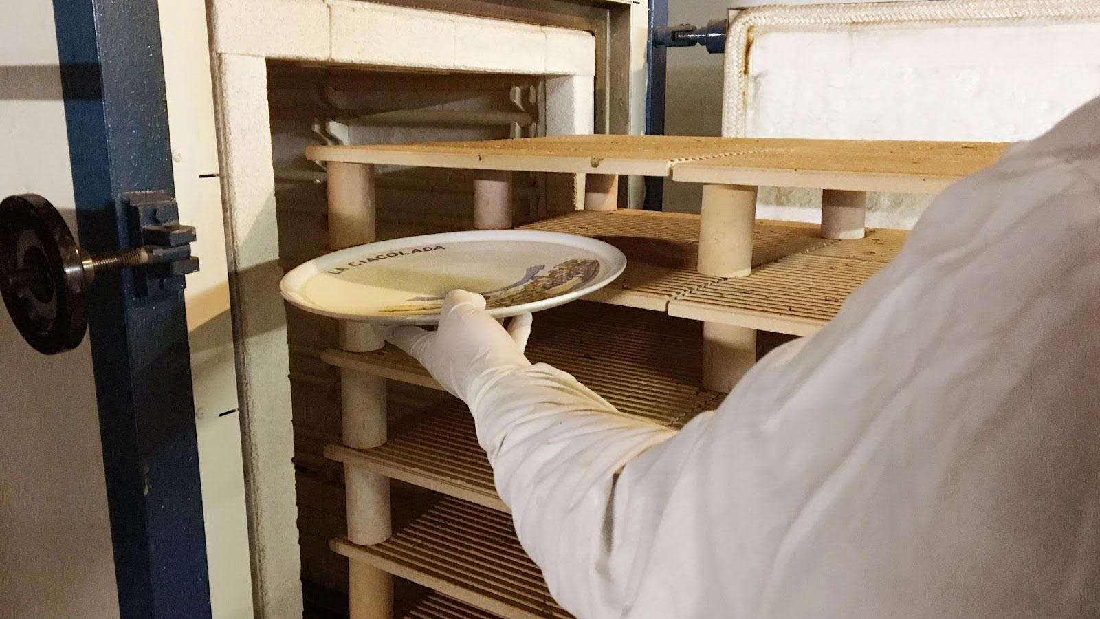 Serigrafia su ceramica, come farla e quali attrezzature occorrono. La Decalcomania La Stampa Utilizzata Da Ceramica Lab