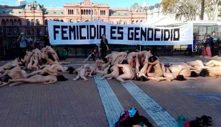 Femicidio es Genocidio 120 mujeres protestaron desnudas contra el femicidio en Argentina