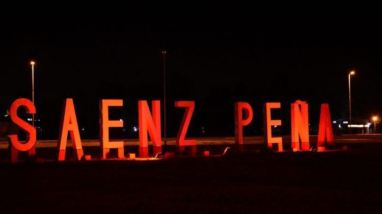 Sáenz Peña se iluminó de rojo para concientizar sobre la dislexia