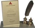 Premio come Scrittore del Secolo – MondadoriPer l'aiuto che i libri di L. Ron Hubbard hanno dato agli uomini.