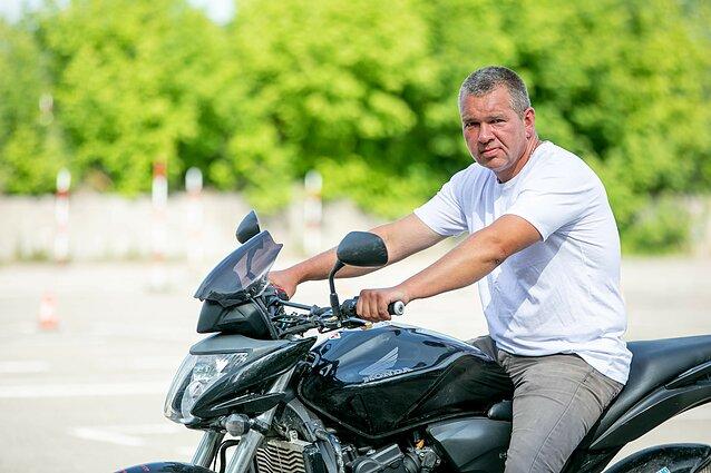 Pritaria siūlymui leisti sėsti ant motociklo, B kategorijos vairuotojo pažymėjimą turintiems vairuotojams