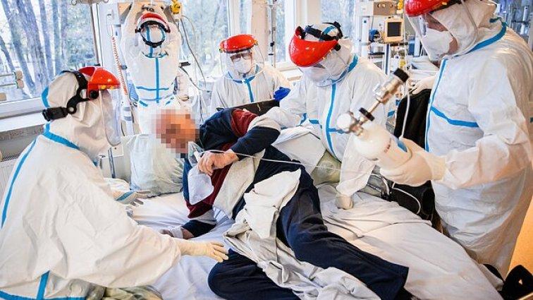 Medikų ir pacientų kova su COVID-19