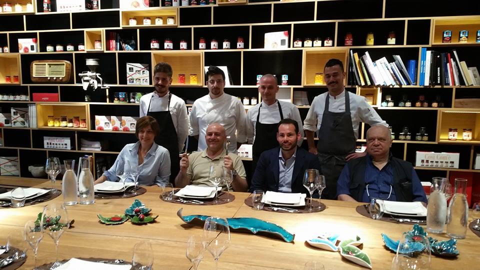 I 4 finalisti, con la giuria del progetto: Barbara Guerra ed Albert Sapere, Allan Bay e Francesca Romana Barberini.