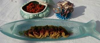 """Spaghettoni Pastificio dei Campi con genovese di cipolle e limoni di Ischia e ragù di """"maruzze di mare"""" di Giovangiuseppe Solmonese"""