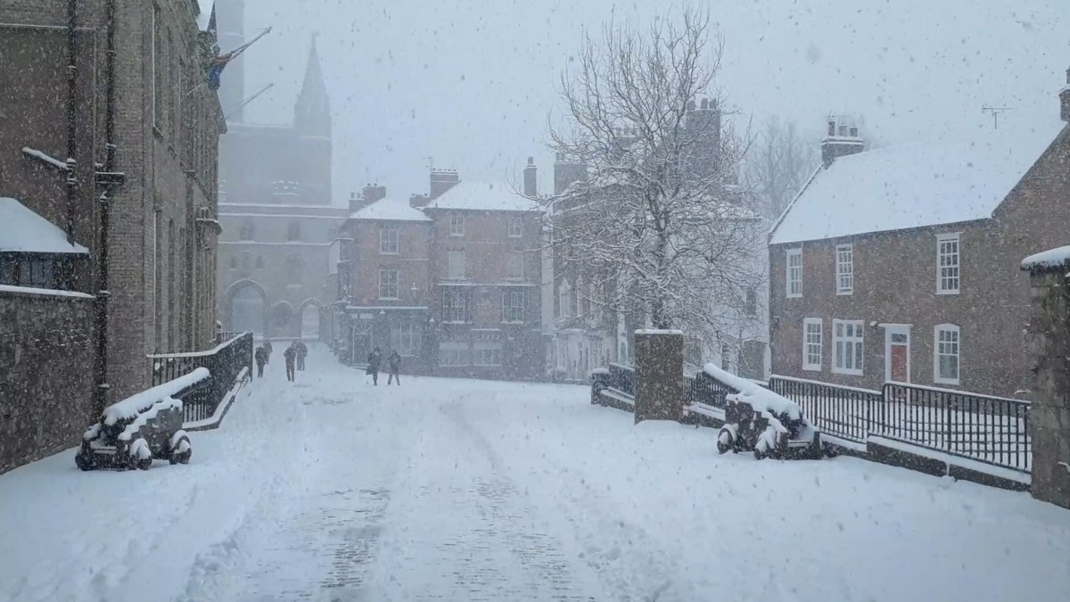 Snow continues to cause disruption in Lincoln
