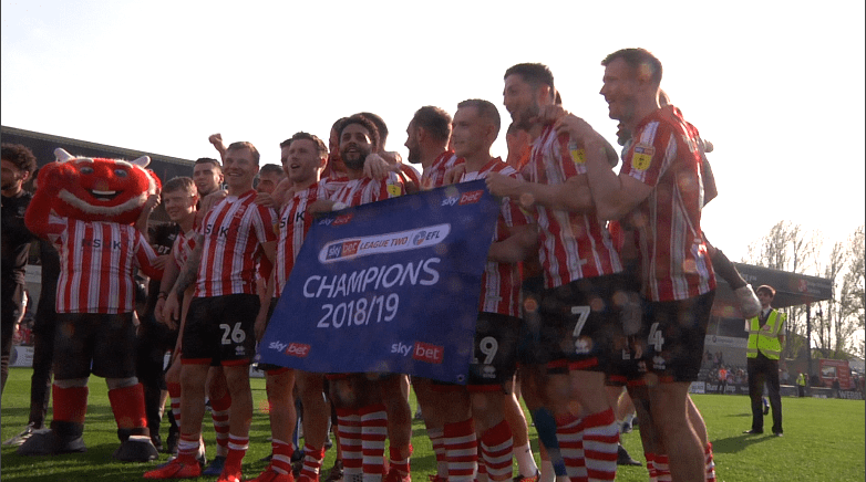 Lincoln City win the Sky Bet League Two Trophy