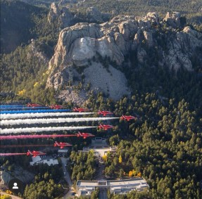 Red Arrows flying over Mount Rushmore