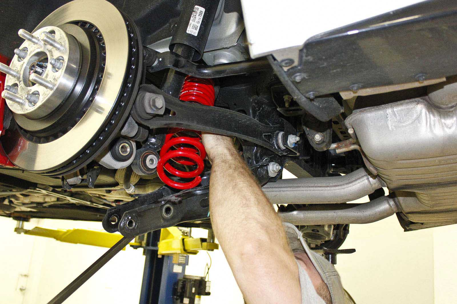 hight resolution of the rear springs are also shorter in free height the dual rate design allows the rear of the car to be lowered while keeping the spring seated
