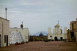 Surreales auf Sant'Elmo