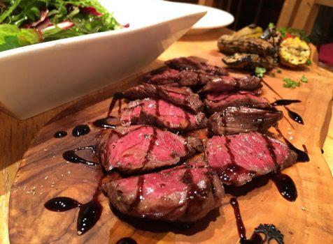 ボトルワインとお肉でカジュアルに楽しむ!英語対応もバッチリな裏路地ビストロ。@エッセンシャルクッキング(新橋)