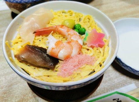 【京都・京都市役所前】末廣寿司@冬の京都にいったら食べてほしい、熱々の名物蒸し寿司。