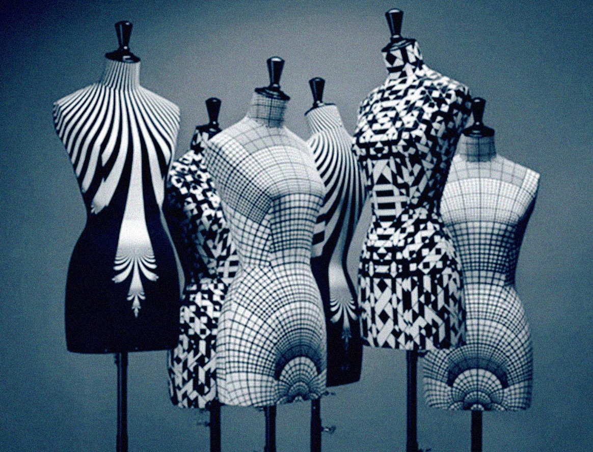 black-and-white-mannequins