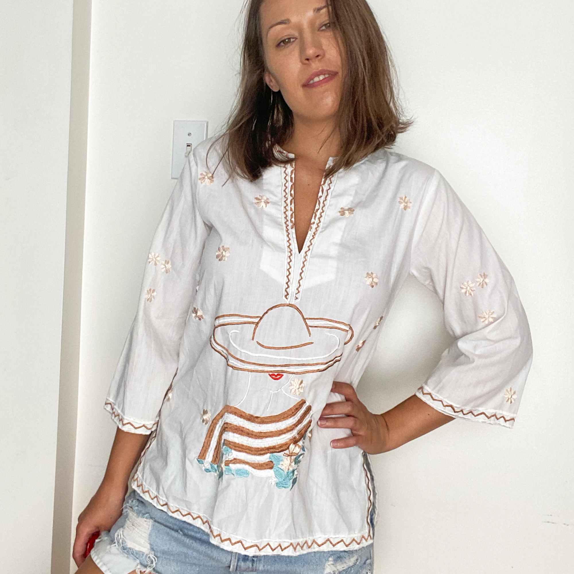 LA FEMME vintage 1970s woman with flowers embroidered top