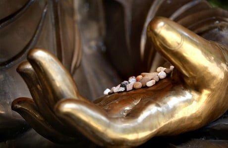 Hình đại diện Phật dạy con người dùng lợi nhuận trong kinh doanh như thế nào để tạo phúc đức 3 đời?