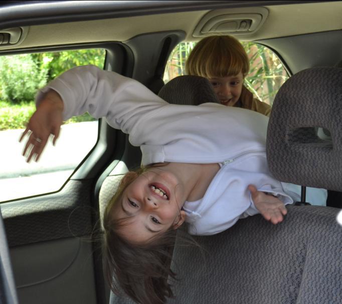 Si tu hijo va en auto a la escuela  Nios seguros rumbo a