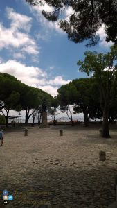 Lisbona - parco all interno del Castello di São Jorge, R. de Santa Cruz do Castelo