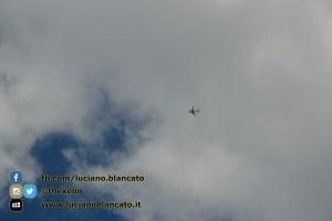 Milano - aerei sulla città