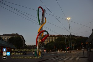 Milano - Ago, filo e nodo in piazza cadorna