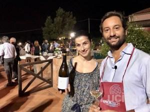 Bello vedere insieme due grandi produttori di vino sull'#Etna: Sonia Spadaro @lanaveetnawines e @antonio.benanti all'evento sugli spumanti dell'Etna a @lecasedelmerlo nell'ambito di #ViniMilo2018 organizzata da @vinimilo. Stupenda serata e fantastiche #bollicine vulcaniche! #Vinimilo continua fino al 9 settembre a Milo, qui il programma completo: www.vinimilo.it