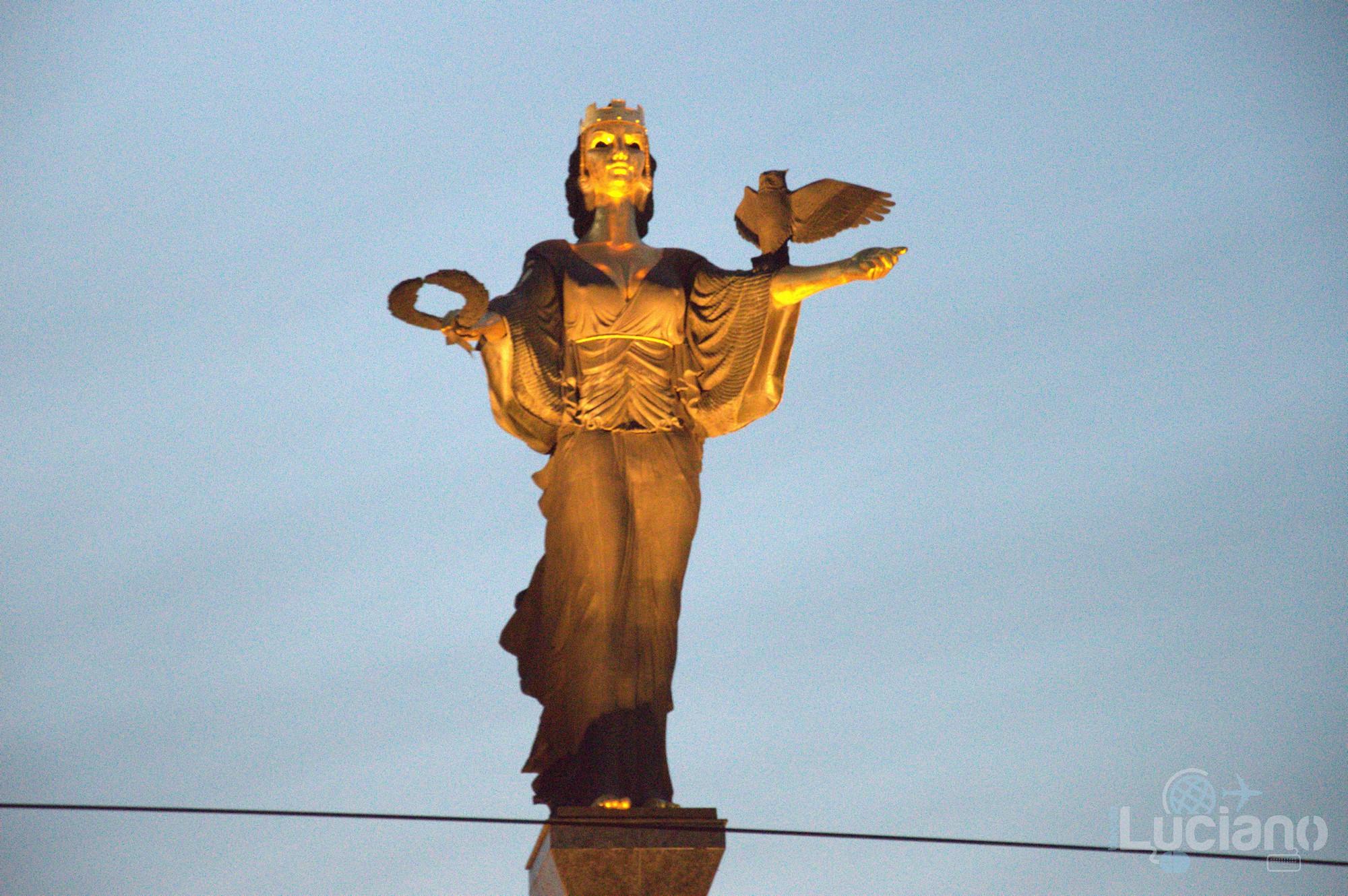 La statua di Santa Sofia / Статуя на Света София - Sofia - Bulgaria