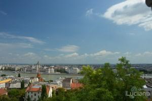 Vista del Danubio e del Parlamento di Budapest (Országház) dal Bastione dei pescatori - Halászbástya - Budapest