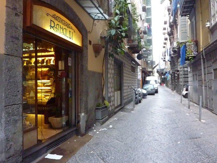 Napoli la pasticceria Ranaldi nei Quartieri Spagnoli l