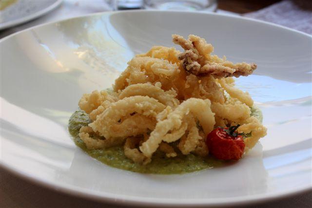 Pinturicchio 40, spaghetto di calamaro croccante, doratura con farina e semola su crema di zucchine