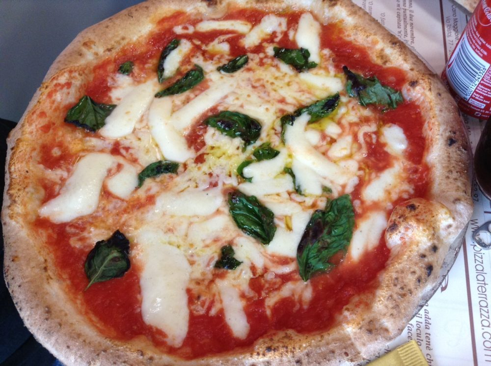 Pizzeria La Terrazza a Bettolino STG 317 la Margherita da fuori di testa e il panuozzo fuori