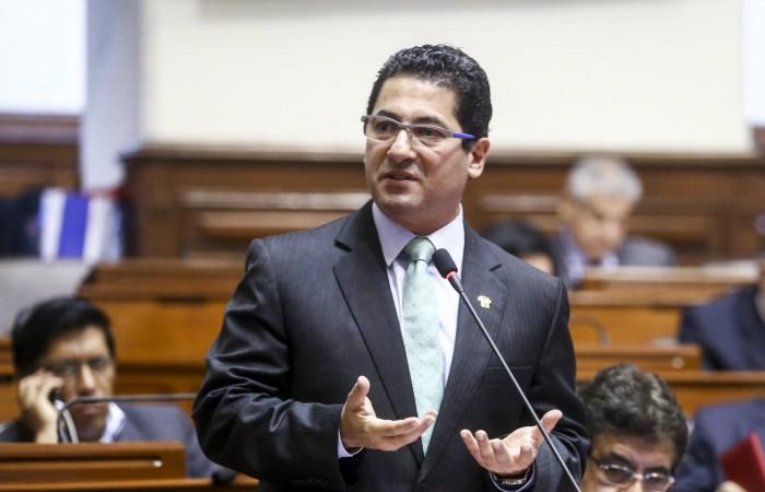 Yeni Vilcatoma se arrepiente por expresiones xenófobas contra Chile durante el debate