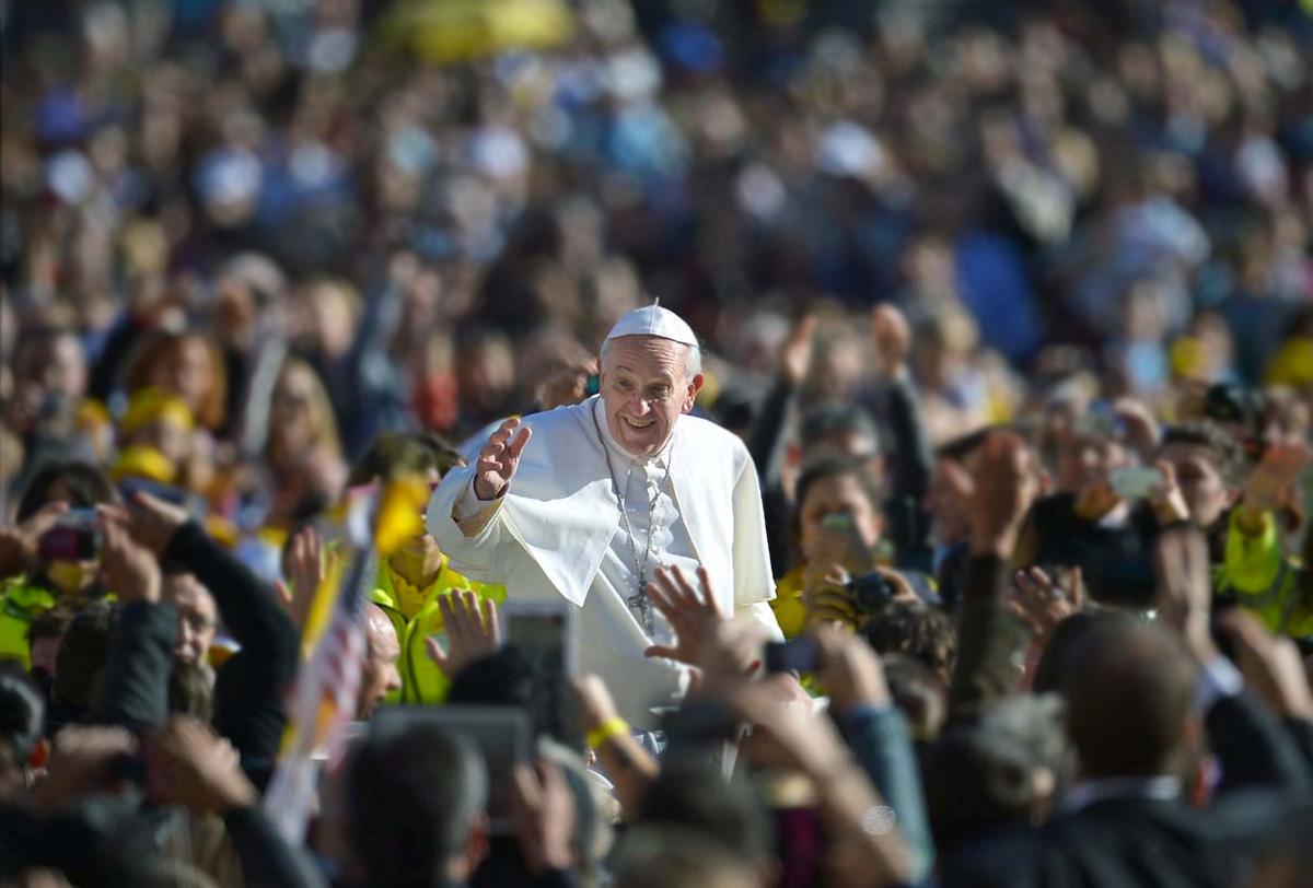 El Papa arriba a playa de Huanchaco para oficiar misa