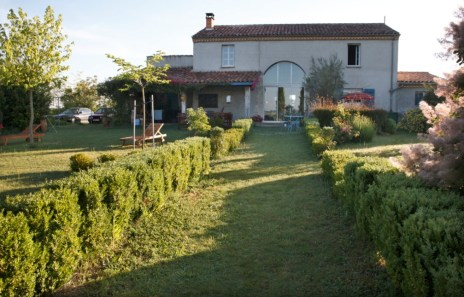 French country inn castelnau sur l auvignon gers for Garden and its importance