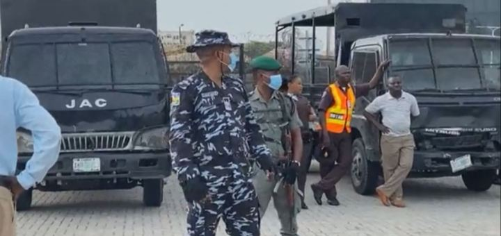#EndSARSMemorial: Moment Police shoot teargas to disperse protesters at Lekki Tollgate (Video)