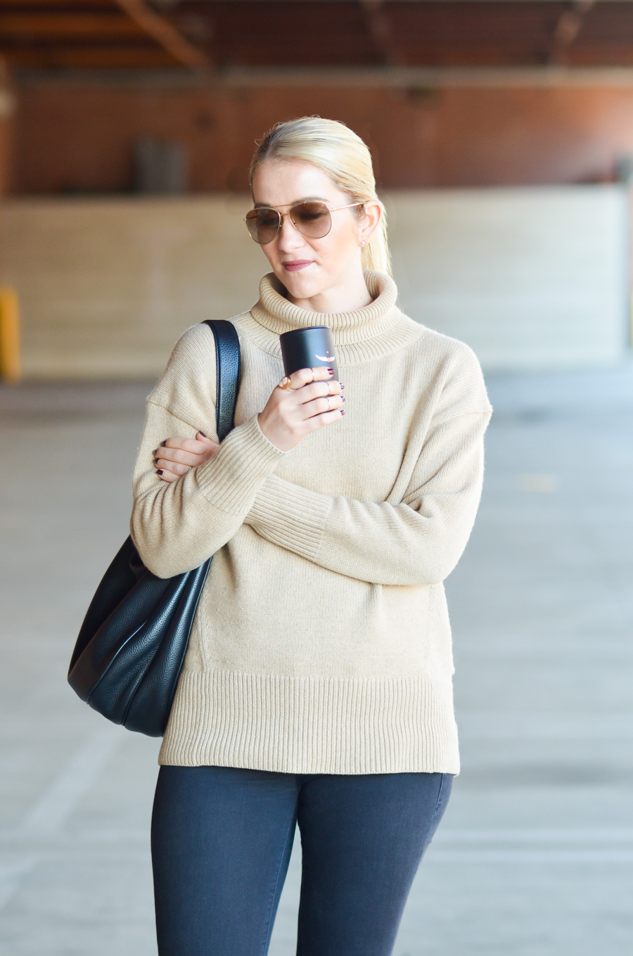 Aritzia Sweater Outfit w. Sneakers. Athlesiure.