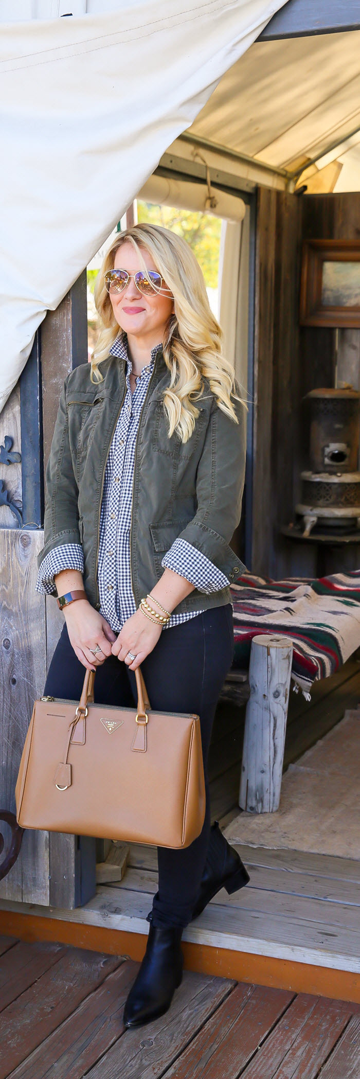 How to Dress Up Flannel Shirts with Jeans Outfit for Women. Fall Outfits for Women over 30.
